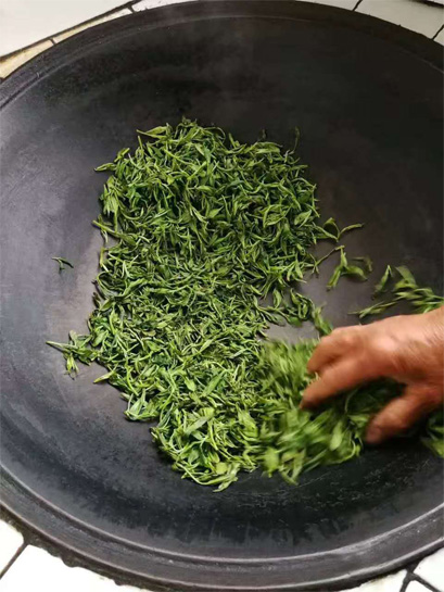 Frying of Huo Shan Huang Ya