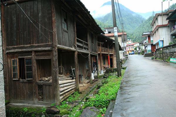 Tong Mu Village